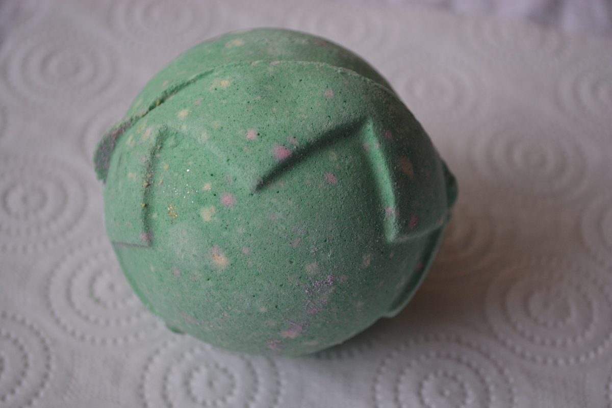 Review | Lush Lord of Misrule Bath Bomb