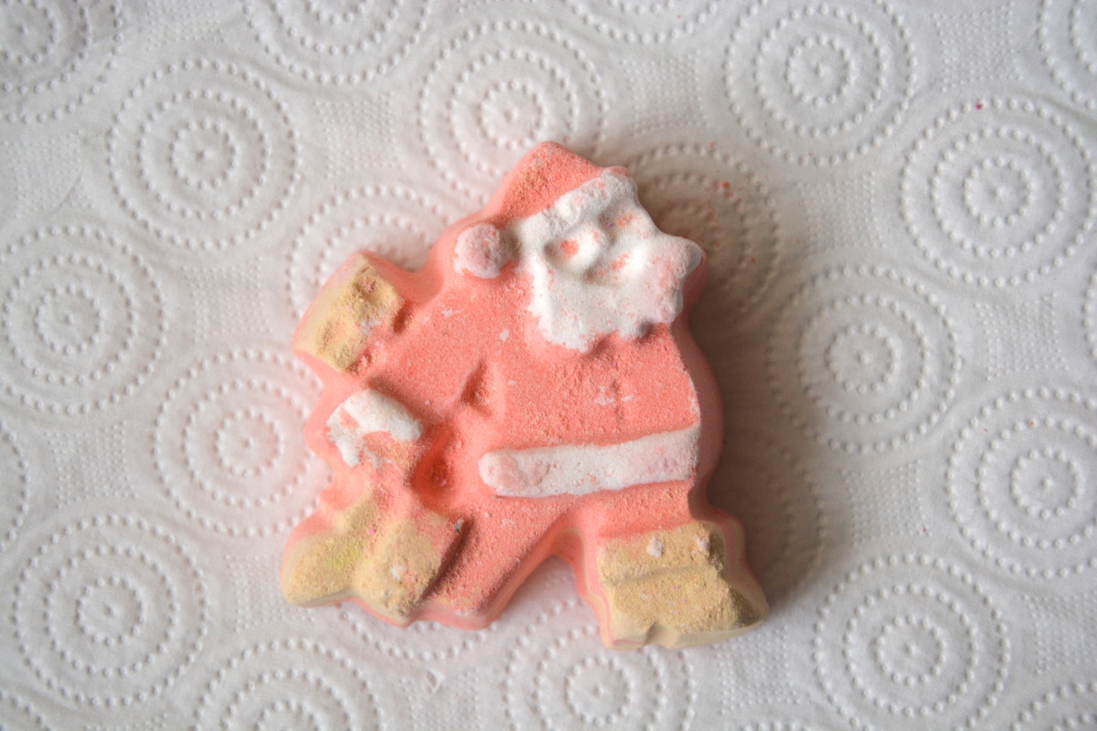 Review | Lush Dashing Santa Bath Bomb