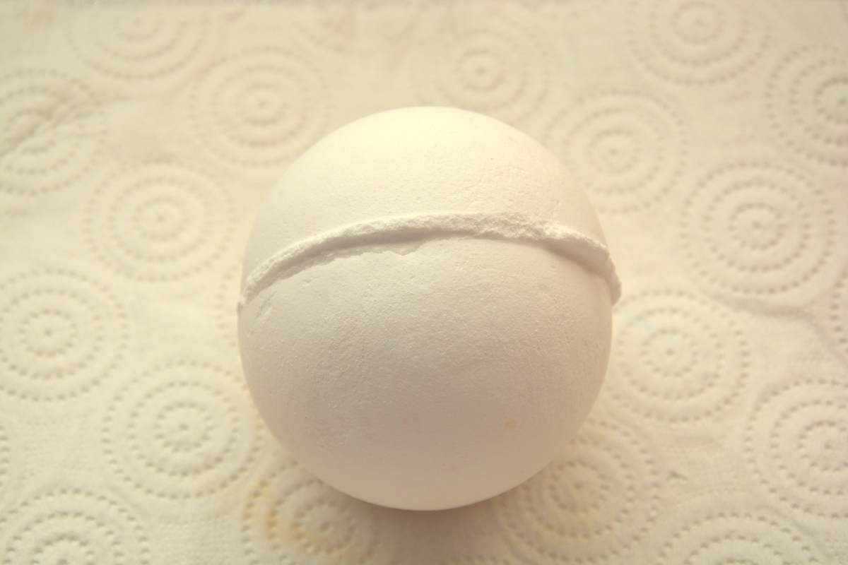 Review | Lush So White Bath Bomb